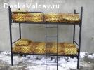 Металлические кровати двухъярусные разных цветов